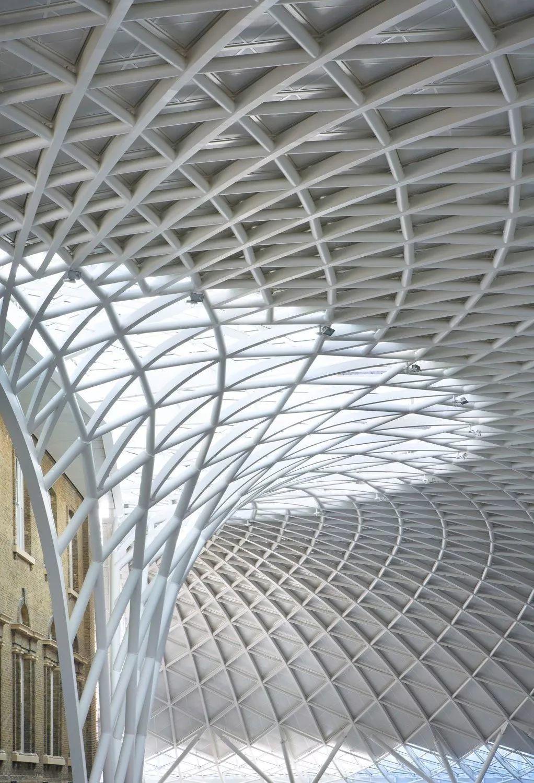 火车站设计为什么非要紧张严肃又对称?全球9个活泼浪漫的城市交通枢纽