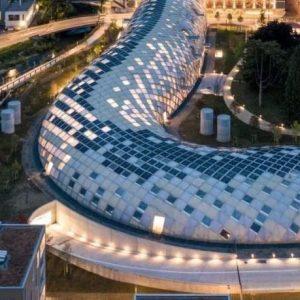 坂茂为Swatch集团设计的木结构蛇形大楼,总长240米,每块木料都不一样!